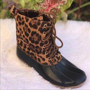 NEW** LADIES LEOPARD LACE UP DUCK BOOTS